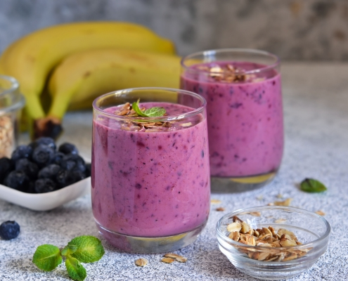 Banana, blueberry and granola smoothies